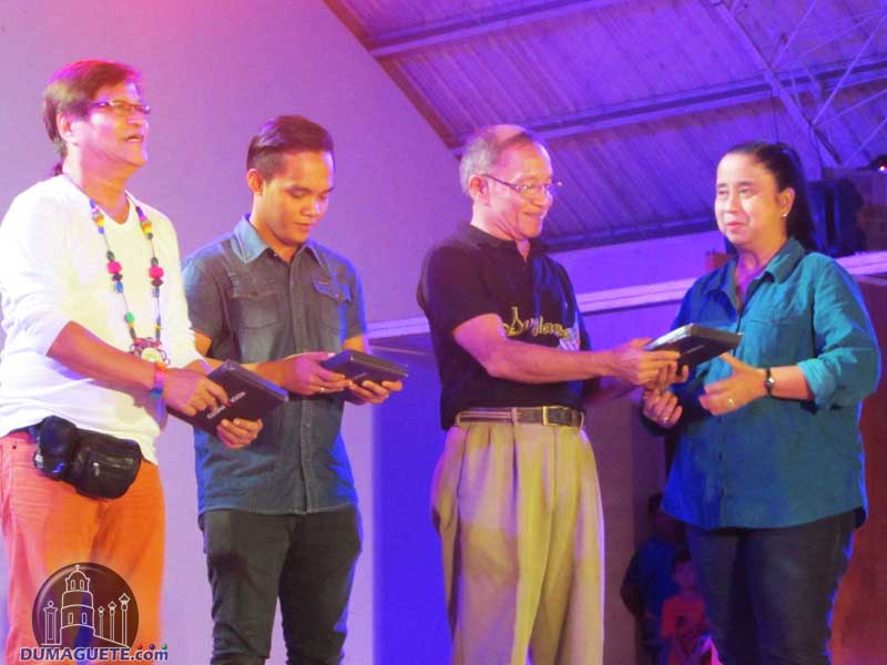 awarding for hip hop and rap competition at Buglasan