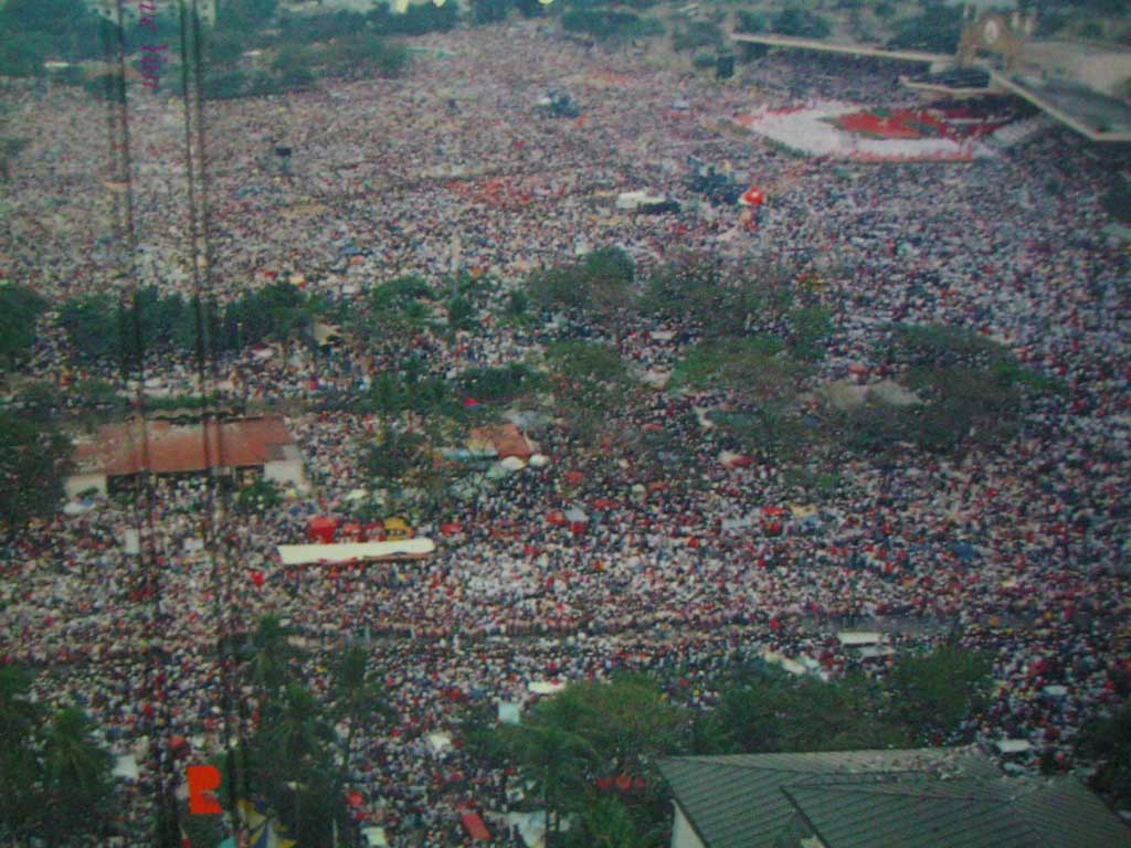Crowd at World Youth Day 1995  Closing Mass held by John Paul II