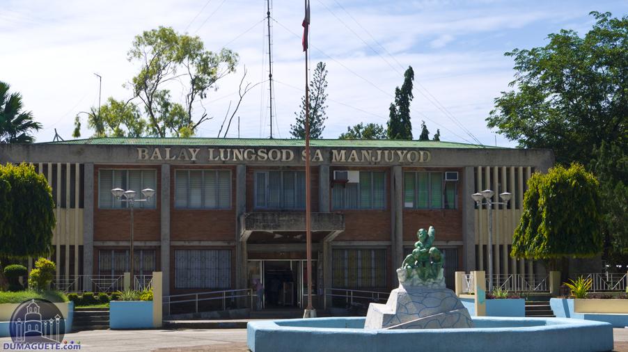 Manjuyod Municipal Hall Building
