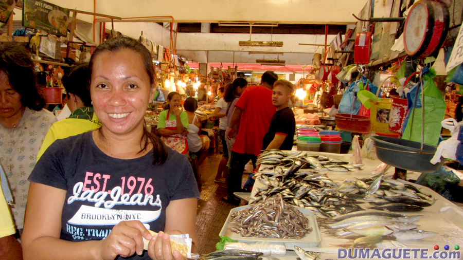 Public-Marketbuilding1-sea food area happy vendor