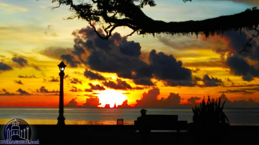 Rizal Boulevard Dumaguete romantic view