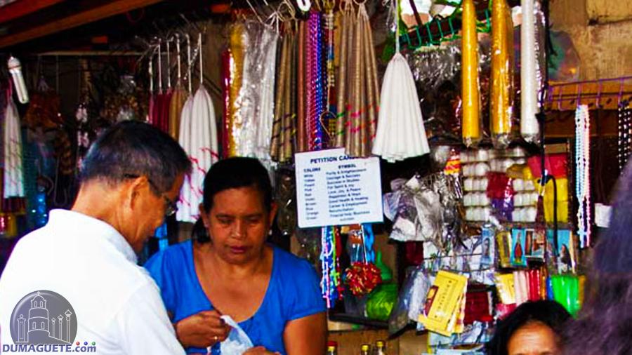Dumaguete belfry candle-vendor