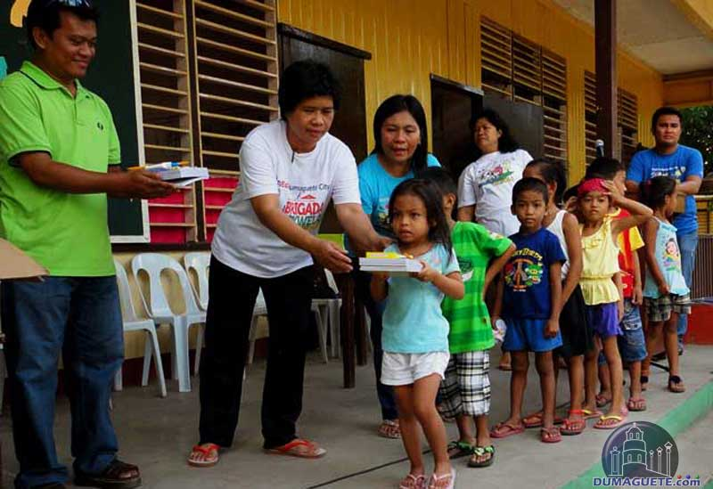 Dumaguete Candau-ay School Visited by Thursday Club and DumagueteInfo Net Service