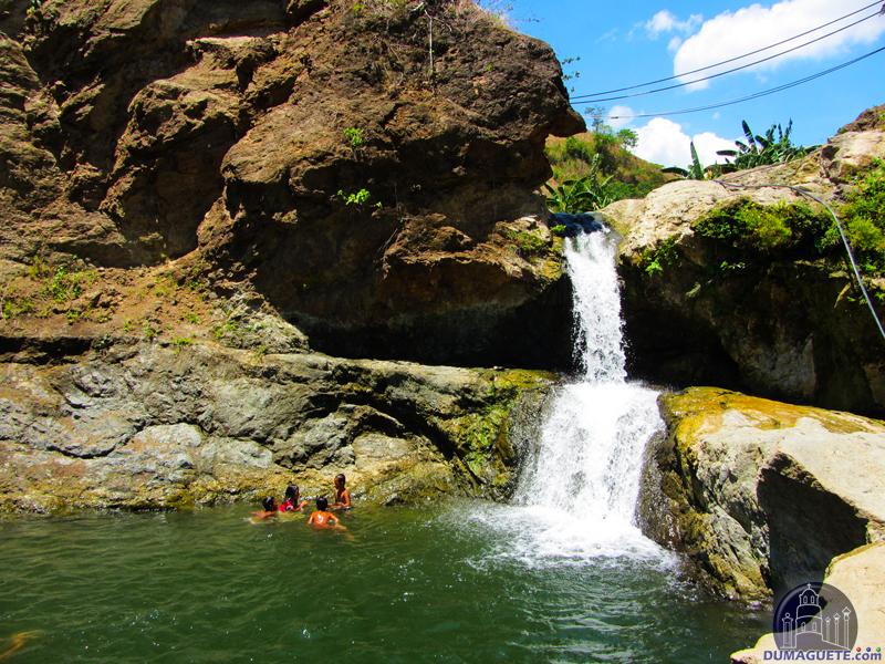 Vallehermoso Pinucauan Falls