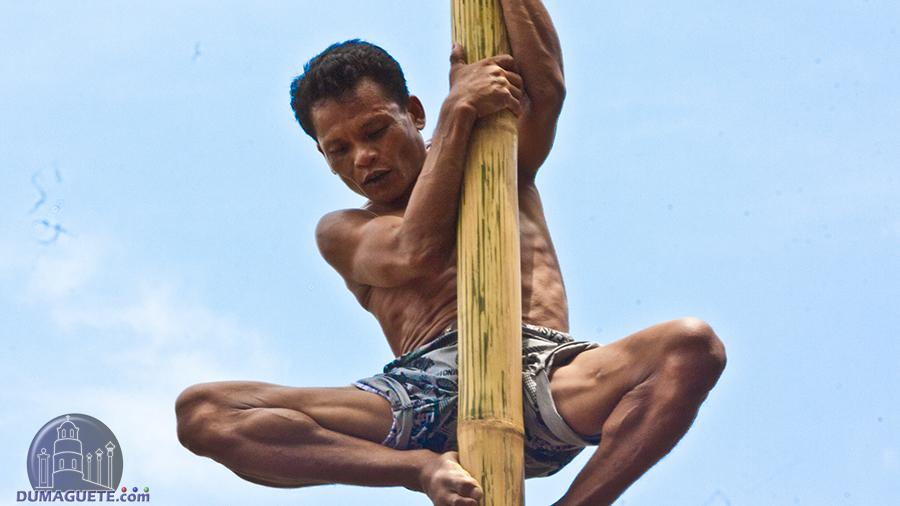 pole climbing in La Libertad