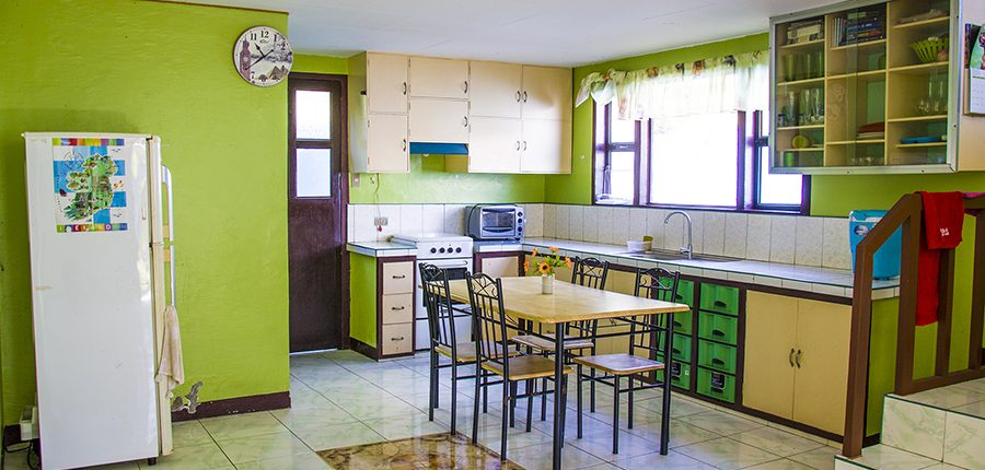 Dumaguete Holiday Home Rent - Kitchen